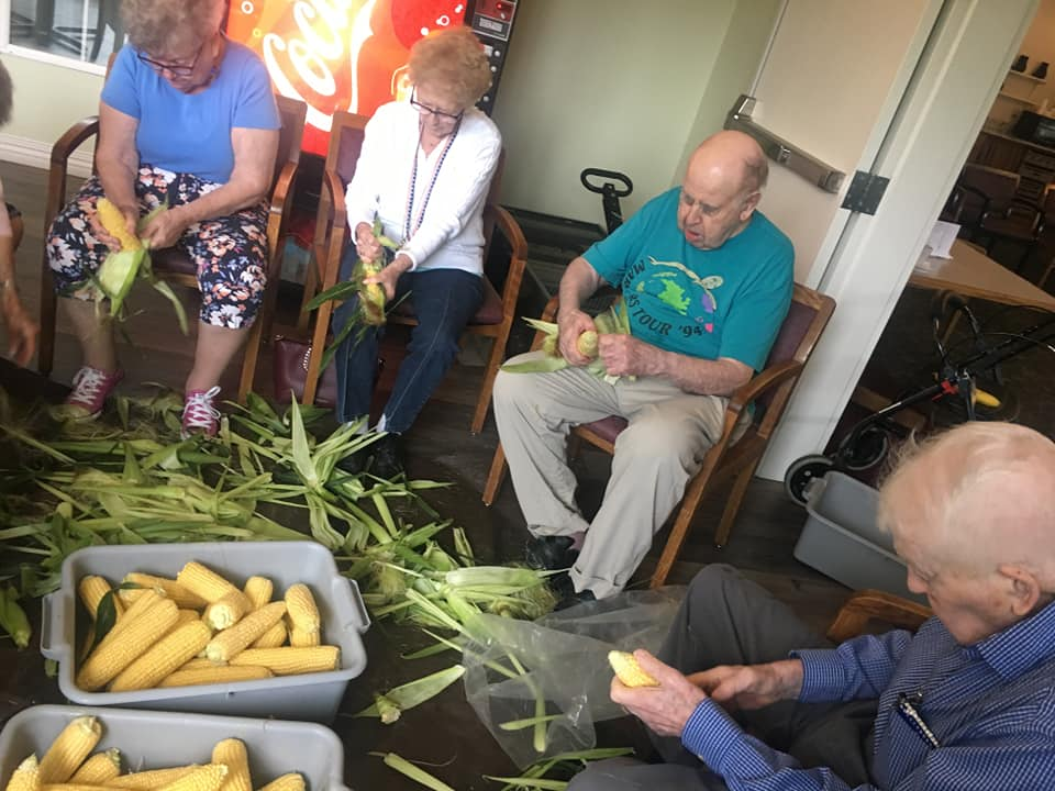 corn cob shucking, corn on the cob, fresh corn, senior activities longview wa, senior fun longview wa, senior entertainment longview wa, senior living longview wa, retirement community longview wa, senior community longview wa, assisted living longview wa, somerset longview wa