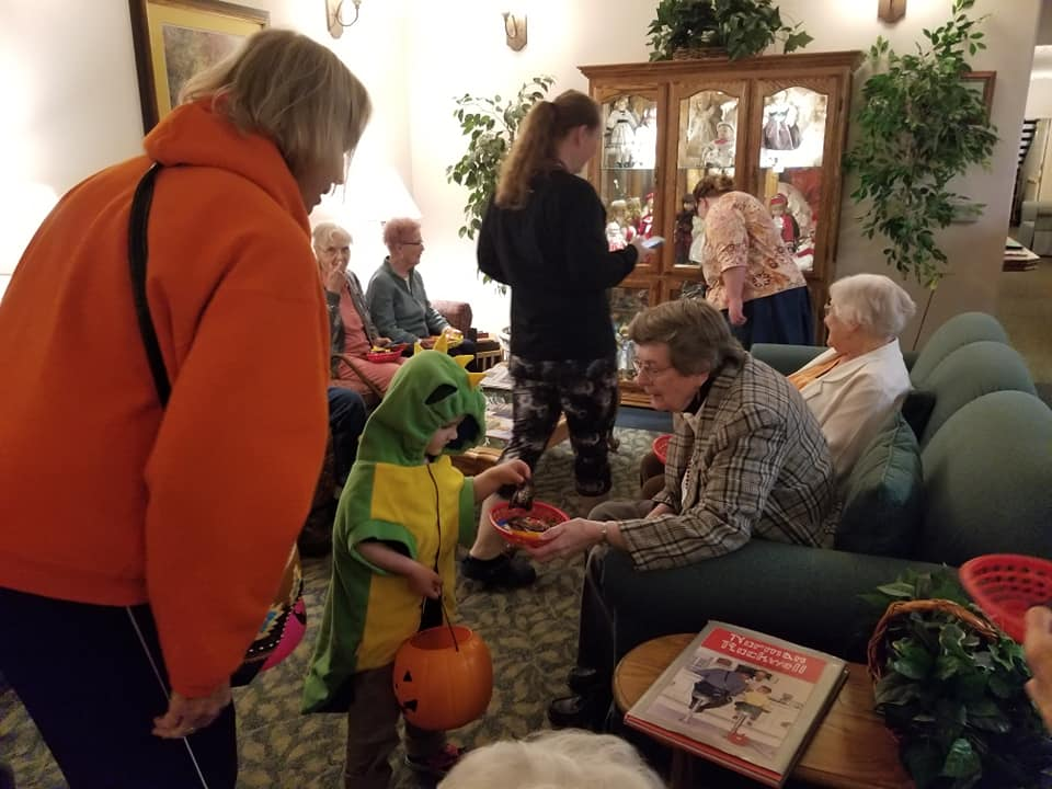 kid trick or treat, halloween, october, longview wa, retirement home longview wa, senior living longview wa, assisted living longview wa, somerset longview wa, retirement community longview wa
