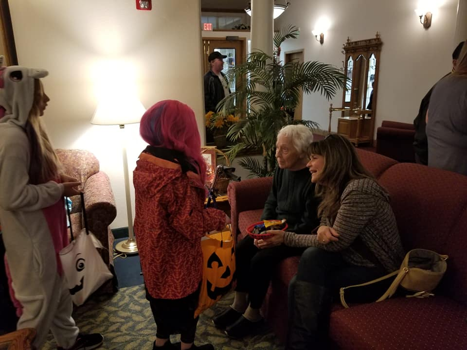 trick or treat, halloween, october, longview wa, retirement home longview wa, senior living longview wa, assisted living longview wa, somerset longview wa, retirement community longview wa