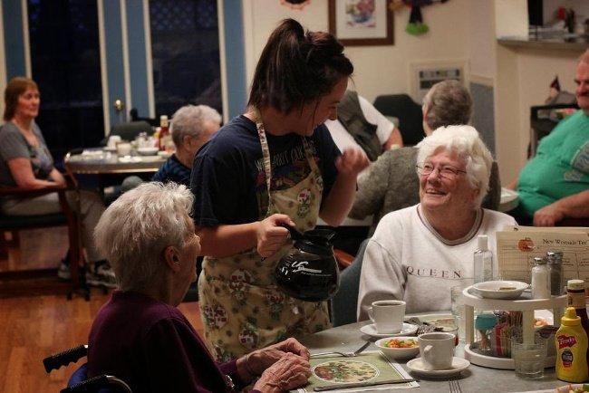 wait staff, waitress, food service, somerset retirement home, retirement home longview wa, senior living longview wa, assisted living longview wa